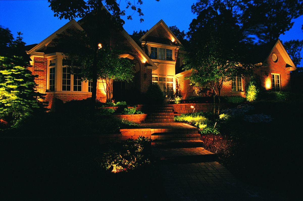 5-FAQ-Landscape-Lighting - Visionscapes Land Design ...